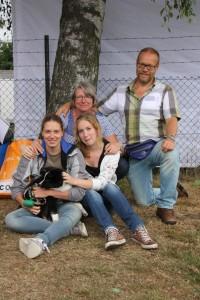 Foto van ons gezin en Rúnar, tijdens de IJslandse honden doe-dag in 2012. V.l.n.r. boven: Jolanda en Jan Koert, onder: Suzanne en Nicole